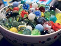 Kolorowe szklane kulki