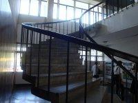 schody prowadzące na antresolę