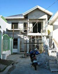 dom podczas budowy